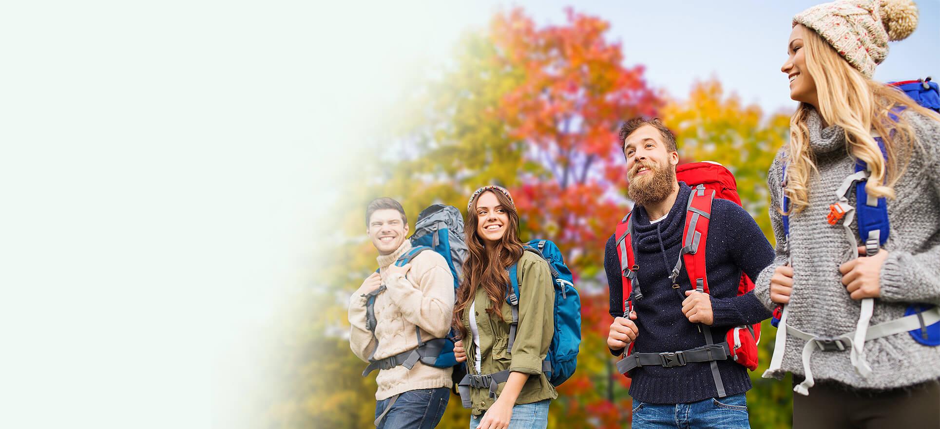 przyjaciele jesienią w parku
